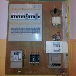 electricien-vif-compteur-electrique-avant-renovation-grenoble